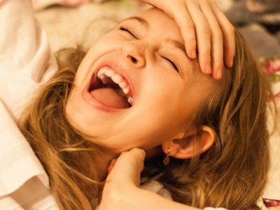 Persona riendo